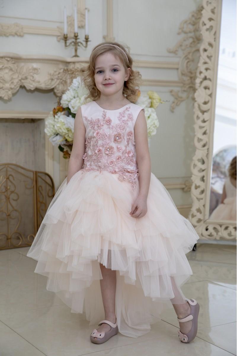 Модное платье бледно-розового цвета