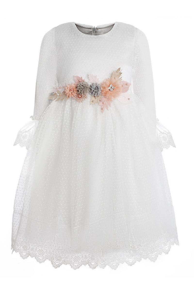 Кремовое платье с брошью
