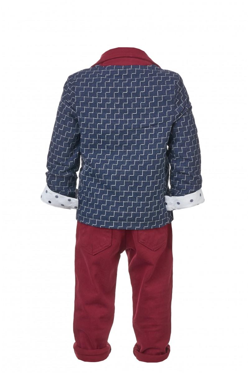 Синий костюм с пиджаком с геометрическим рисунком и бордовыми брюками