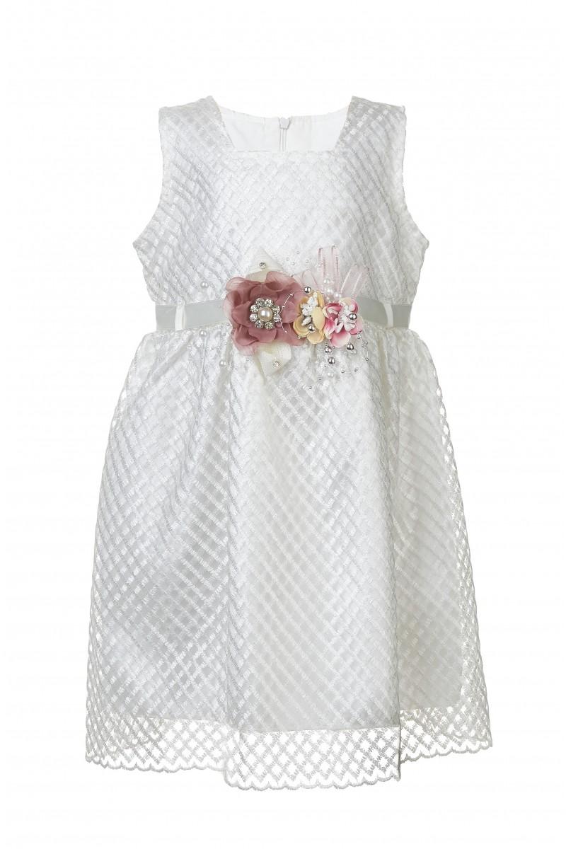 Нежное  платье с цветочной брошью